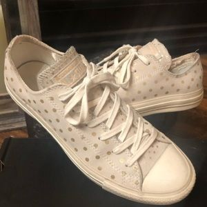 Converse. Cream with gold polka dots